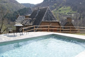 Lou Casal: the pool and the house